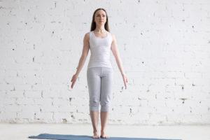les bases du yoga posture de la montagne retraite de yoga
