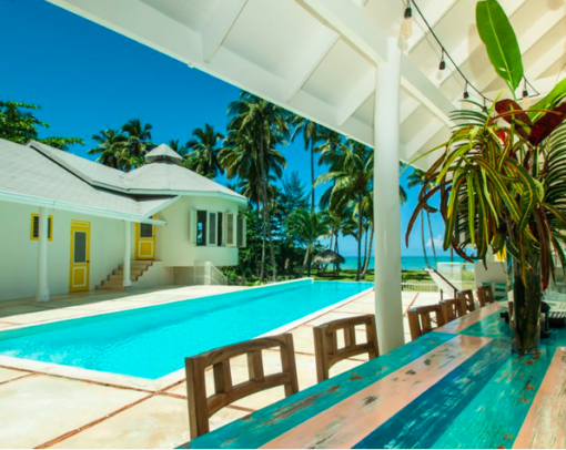 photo-samana-maison-piscine-cours-interieure