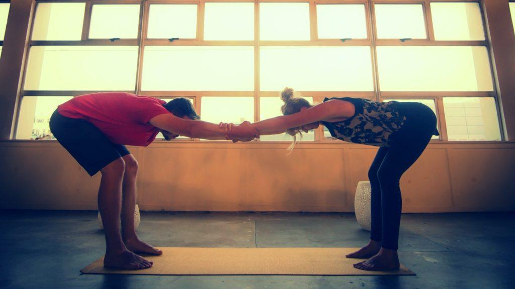 yoga en duo deux c est mieux retraites de yoga. Black Bedroom Furniture Sets. Home Design Ideas