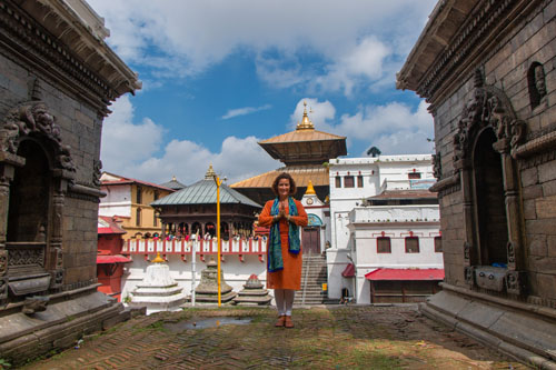 retraite_meditation_debutant_morning_prayer_mountains_nepal_pashupatinath_namaste
