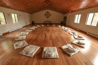 retraite_yoga_sara_caron_mai_2019_salle_meditation