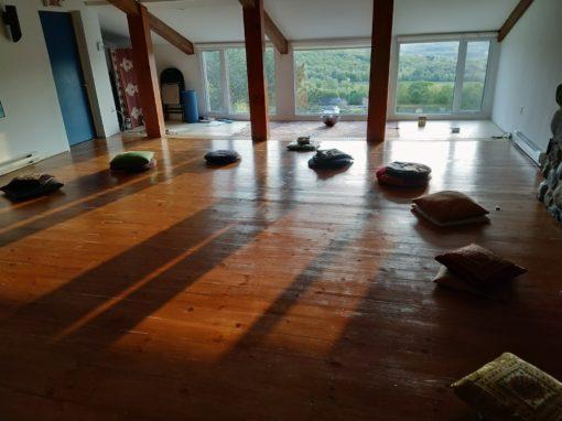 retraite_yoga_sutton_juillet_2019_coussins_présentation