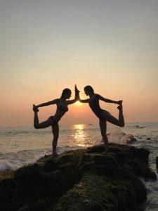 retraite_yoga_goa_inde_février_2020_pose_coucher_soleil