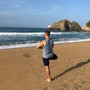 retraite_yoga_mexique_mai_2020_yogi_arbre_plage