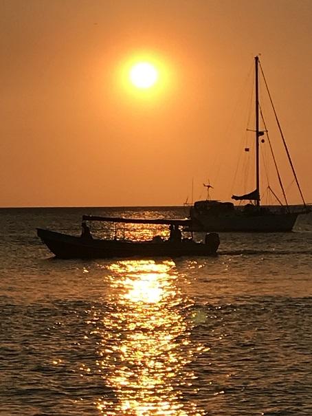 retraites_yoga_roatan_mars_2020_coucher_soleil_bateau