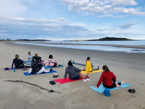 retraite_ypga_popham_beach_mainte_mai_2020_yoga_groupe_plage