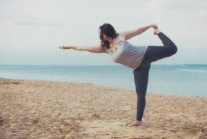 retraite_yoga_en-ligne_mai_2020_pose_plage