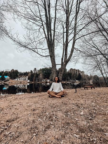 retraite_yoga_en_ligne_mai_2020_méditation_arbre
