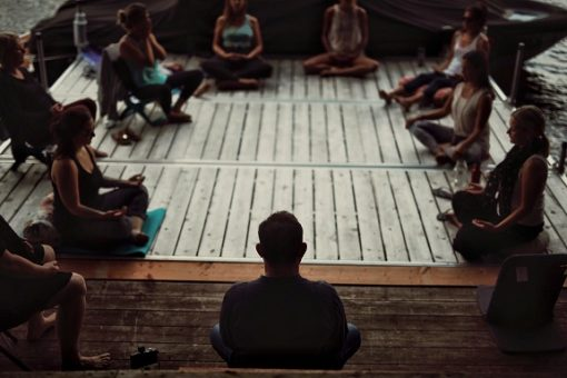 retraite_yoga_en_ligne_mai_2020_meditation_groupe