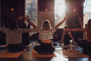 retraite_yoga_lac-taureau_aout_2020_yoga_groupe